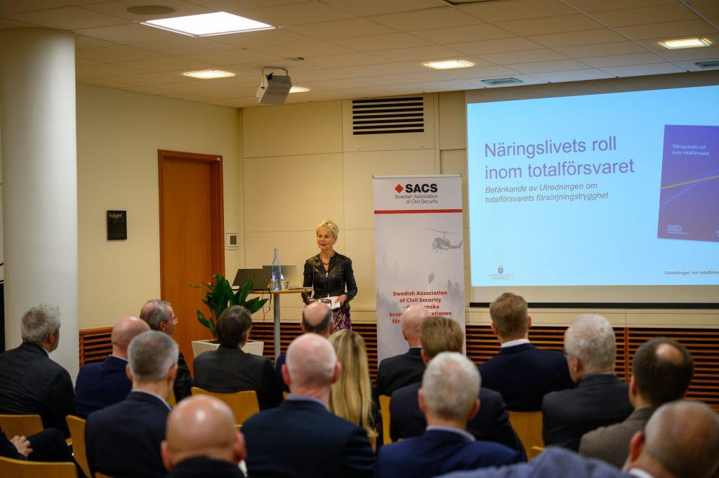 Elisabeth Nilsson presenterar utredningen om Näringslivets roll i totalförsvaret